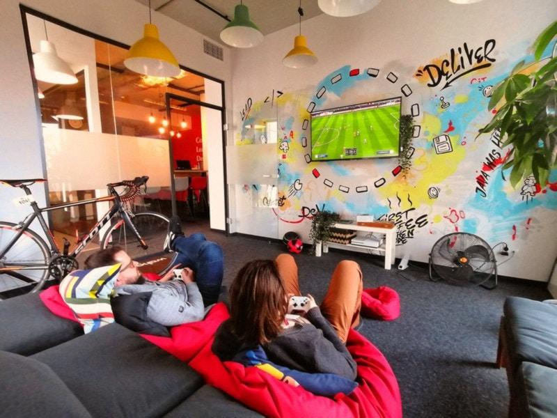 Malowanie murali we wnętrzach - Donut Studio