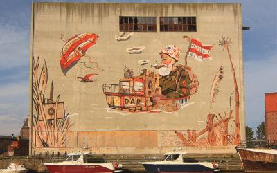 Mural zrealizowany na starej lodowni w nadmorskiej miejscowości Darłowo